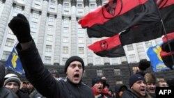 Вхід до Кабінету міністрів України. 5 грудня 2013 року