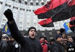 Акція протесту біля центрального входу до будівлі Кабінету міністрів України, 5 грудня 2013 року
