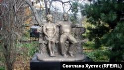 Памятник Астафьеву и Марии Астафьевой-Корякиной. Овсянка