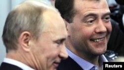Некоторые склонны полагать, что лидеры страны делают хорошую мину при плохой игре