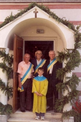 Члени церковного браства української греко-католицької парафії у місті Сірет, Румунія