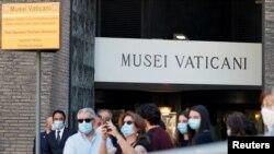 Очередь в музей Ватикана. Рим, 1 июня 2020 года.