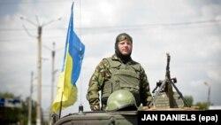 Украинский военный в Донбассе (архивное фото)