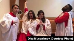 Диаз Мусалимов (слева), уроженец Казахстана, преподаватель вокала в New York University.