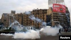 Шерушілерді тарату сәті. Каир, 1 желтоқсан 2013 жыл. (Көрнекі сурет)