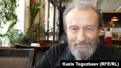 79 жастағы тұрғын Эльвир Овчинников. Алматы, 8 сәуір 2016 жыл.