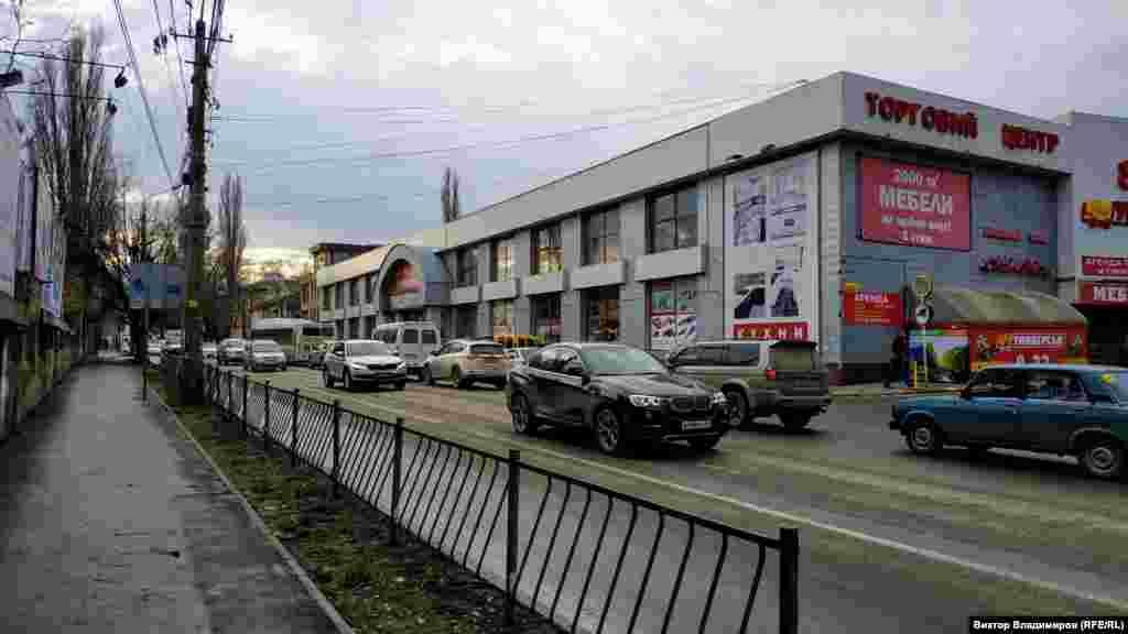 Сейчас на улице Желябова расположены различные торговые центры