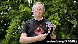 Алег Рудакоў з мэдалём БНР