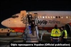 Один зі спецрейсів, яким українські громадяни повернулись до Києва, березень 2020 року