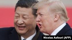 Голова КНР Сі Цзіньпін (л) і президент США Дональд Трамп, Пекін, 9 листопада 2017 року