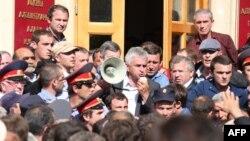 Гуьржийчоь -- Сухумехь митингехь вистхуьлуш ву Хаджимба Раул, Стиг 27, 2014