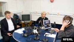 Сергей Митрохин, Елена Лукьянова и Михаил Соколов в студии Радио Свобода
