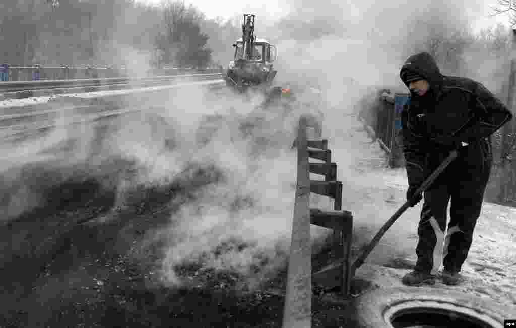 Tires are burnt to block an international highway in Ukraine. (EPA/Darek Delmanowicz)