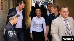 Յուլիա Տիմոշենկոն ժամանում է Կիեւի դատարան, օգոստոս, 2011թ.
