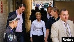 Бывший премьер-министр Украины Юлия Тимошенко прибыла на судебные слушания в Киеве