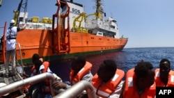 Ливияның Жерорта теңізі жағалауындағы мигранттарды құтқару операциясы. 24 мамыр 2016 жыл (Көрнекі сурет).