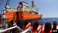 Спасательная операция в Средиземном море, побережье Ливии, 24 мая 2016 года. Иллюстративное фото.