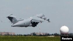 Літаки перевозять тіла загиблих з Харкова до Нідерландів, 24 липня 2014