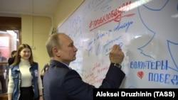 Путин посещает свой штаб, 10 января 2018 г.