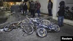 Murmanskdan Norveçə keçən qaçqınların çoxu bir qayda olaraq velosipeddən istifadə edir. 29 oktyabr 2015