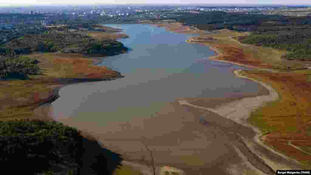 Краєвид на Сімферопольське водосховище з висоти пташиного польоту