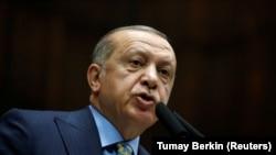 Түрк президенти Режеп Тайып Эрдоган парламентте сүйлөп жатат. Анкара. 23-октябрь, 2018-жыл.