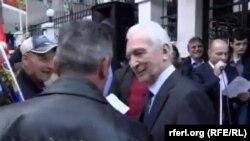 Архивска фотографија - Поранешниот амбасадор Шчербак на протестите пред Руската амбасада во Скопје за поддршка на протераниот руски дипломат од Македонија