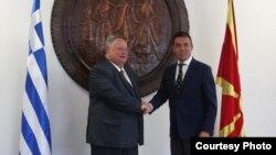 Архива: Средба на министерот за надворешни работи Димитров со министерот за надворешни работи на Грција Коѕиас во Скопје.