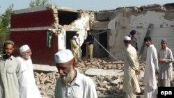 Разрушенная в результате взрыва школа для девочек в пакистанском городе Банну. 13 мая 2009 года. Иллюстративное фото.