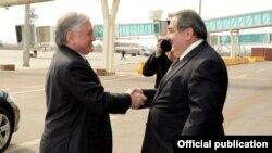 وزير الخارجية العراقي هوشيار زيباري (يمين) يستقبل نظيره الأرميني أدوارد نالباديان في بغداد، الأحد 16/2/2014
