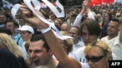 Сторонники оппозиции протестуют в Москве. 12 июня 2012 года.