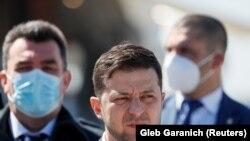 Președintele Volodimir Zelenski la o conferință de presă după izbucnirea pandemei de coronavirus.