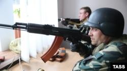 Захватчики здания СБУ в Луганске