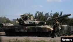 Танк российской армии в Ростовской области, возле границы с Украиной. Август 2014 года