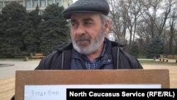 Муртузали Гасангусенов, на пикете 7 марта, Махачкала