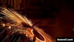 جشن چهارشنبه سوری در ایران با آتش بازی و پرتاب ترقه های خطرناک برگزار می شود.(عکس: کسوف)