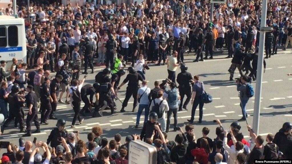 """Рішуче засуджуємо грубі напади каральних підрозділів кремлівського режиму на громадян РФ, які вийшли на мирний протест """"Він нам не цар"""", - МЗС - Цензор.НЕТ 3962"""