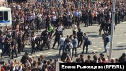 Москва, Пушкинская площадь. 5 мая 2018 года.