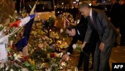 Барак Обама менен Франсуа Олланд теракт курмандыктарын эскерүүдө. Париж, 30-ноябрь, 2015.