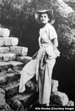 Алла Горська (1929, Ялта – 1970, Васильків) – українська художниця-шістдесятниця і відомий діяч правозахисного руху
