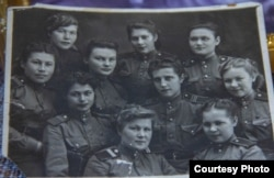 Хатипа Сафина (самая крайняя слева) вместе с подругами по фронту.