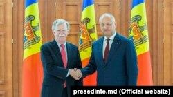 John Bolton și Igor Dodon