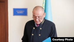 Судья Толеген Турганбаев зачитывает приговор. Акмол, 25 августа 2017 года.