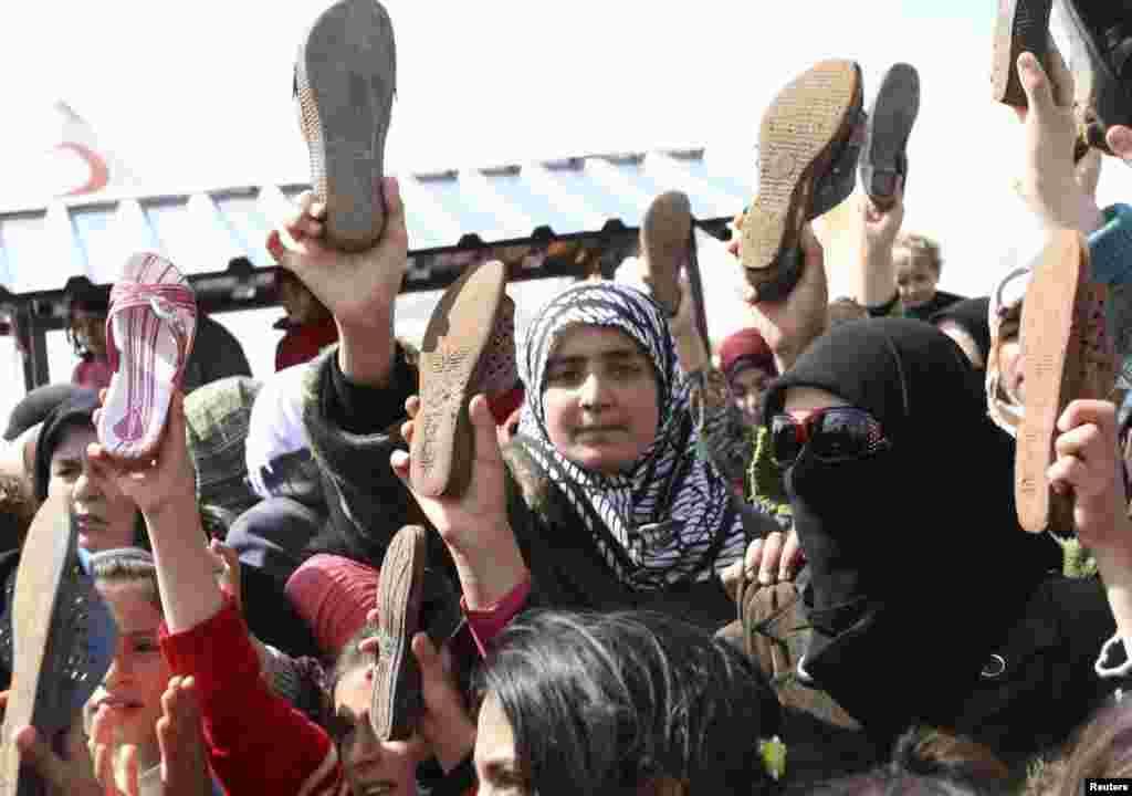 Акция сирийских беженцев против действий властей в лагере беженцев в Турции