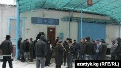 Акция протеста в тюрьме. Бишкек, 15 декабря 2011 года.
