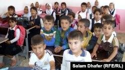 تلاميذ في صف بمدرسة في محافظة ميسان