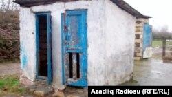 Şiyəkəran məktəbinin tualeti