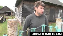 Гэты жыхар беларускай вёскі Заастравечча таксама адмаўляе сваю датычнасьць да перагону машын ва Ўкраіну