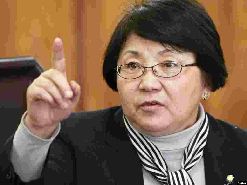 رزا اوتونبايوا، رهبر مخالفان قرقيزستان