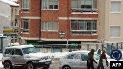 Для руских женщин в Испании снег не страшен.